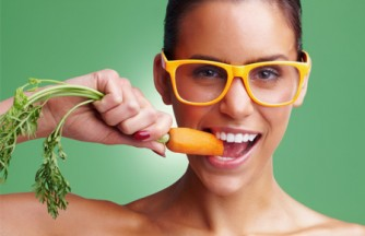 woman-eating-carrot-horiz
